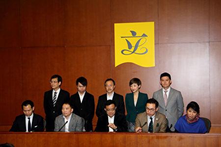 梁振英突然宣布不連任 泛民籲週日踴躍投票 | 香港特首