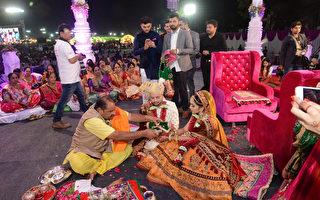 印度富豪圣诞行善 帮236名无父新娘办婚礼