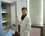 姚远鹰在研士研究生的实验室内。(姚远鹰提供)
