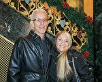 Ray Winowinecki先生是一名退休市政官,他携妻子Laura Winowinecki女士一同观看了当天晚上7点钟,神韵世界艺术团在底特律歌剧院的演出后,他们都不约而同的说道了中国传统文化更看重人改变内心后,平和,舒缓的带给人们由衷的愉悦。(陆查理/ 大纪元)