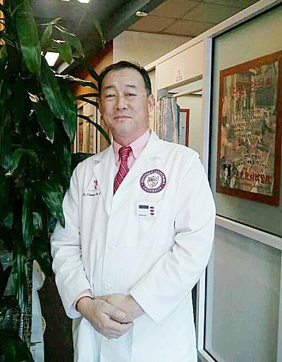 安明求先生(N.Y.L.Ac),皮肤整形专科中医院长,韩国韩方整形学会正式会员。(大纪元图片)