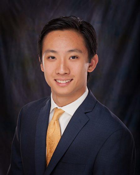 张本明是美国维吉尼亚州威廉斯堡市的首位亚裔议员。(受访者提供)