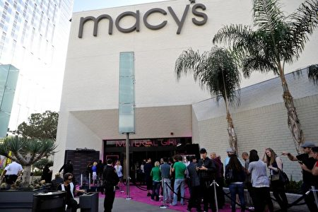 据《洛杉矶时报》报导,洛杉矶市检察官办公室周四(8日)宣布,将对四家大型零售商发出欺诈广告的指控。图为梅西百货(Macy's)。(John Sciulli/Getty Images for Iconix Brand Group)