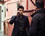 《机密同盟》剧照,图为炫彬饰演的朝鲜酷帅刑警。(车库娱乐提供)