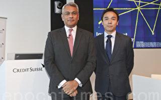 瑞信私人銀行及財富管理亞太區首席投資總監John Woods、瑞信亞太區投資策略師邵志銘。(余鋼/大紀元)