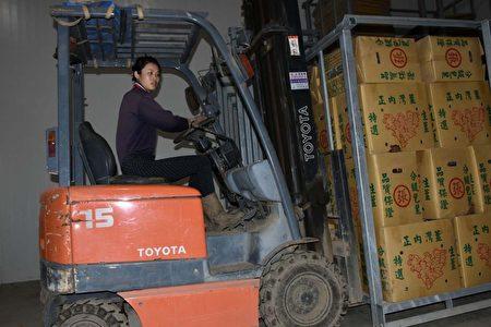 大陆模特儿嫁来台湾 与夫务农打拼幸福美满