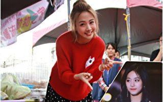 吴映洁笑说此次参加MAMA的心得,除了在后台跟韩星们拍照,她也在颁奖后下台时跟周子瑜(右下)擦肩而过。(台北之音,周子瑜粉丝团脸书/大纪元合成)