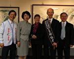 (左起)周大观父亲周进华、文化局局长黄美贤、邱伯安夫人、邱伯安大师等人合照。(李撷璎/大纪元)