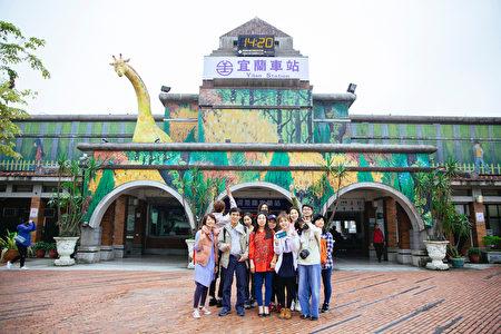 陆达人旅行团访台10天 赞台湾最美是笑容