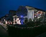 位于旧金山湾区南旧金山市的一个社区,为迎接2016年圣诞点亮了各种灯饰。(曹景哲/大纪元)