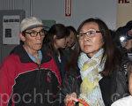 居住在圣布鲁诺所在的Portola社区20多年的社区领袖、三藩市上海协会会长李美玲(右)反对大麻店开张。(周凤临/大纪元)