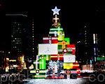 夜晚的清溪川因为圣诞彩灯的装饰才更加美丽,成为首尔市民夜晚散步的首选地,同时也是外国游客的常来之地。(全景林/大纪元)