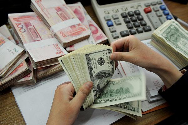 人民币兑美元汇率创逾八年半新低。(STR/AFP/Getty Images)