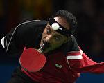 2016年9月9日,埃及无臂桌球手哈玛托嘴持拍打进帕运。(CHRISTOPHE SIMON/AFP)