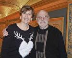 2016年12月24日,美國神韻世界藝術團在美國車城底特律歌劇院的第三場演出,許多觀眾把觀賞神韻晚會作為慶祝聖誕的方式。Phil Byers和Sherry Byers夫婦很久前就希望看一場神韻晚會,今年終於完成心愿。Byers太太笑著說,「觀賞神韻晚會是我多年的心愿,今晚我的先生帶我來看演出,作為今年的聖誕禮物,這真是個大大的驚喜,我太開心啦!」(Valerie Avore/大紀元)
