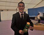 香港上市公司创业集团首席执行官关万禧,支持香港政府邀请美国神韵艺术团来港演出。(梁珍/大纪元)