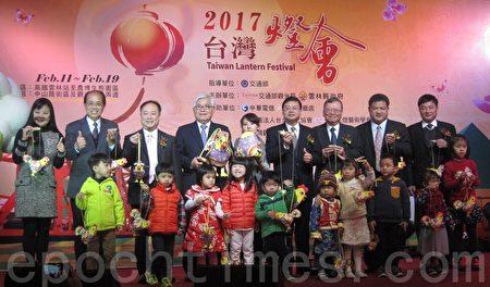 台灣燈會主燈鳳凰來儀 小提燈幸福奇雞亮相