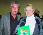 企業主Ray Hernandez和Patricia Hernandez夫婦觀看了12月28日神韻紐約藝術團在弗雷斯諾的演出後表示,喜愛演出傳遞出的溫暖人心的信息。(梁欣/大紀元)