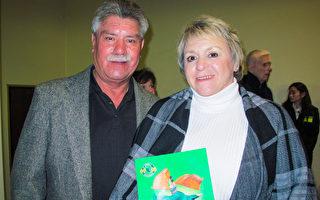 企业主Ray Hernandez和Patricia Hernandez夫妇观看了12月28日神韵纽约艺术团在弗雷斯诺的演出后表示,喜爱演出传递出的温暖人心的信息。(梁欣/大纪元)
