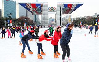 组图:韩国首尔室外冰场开放运营