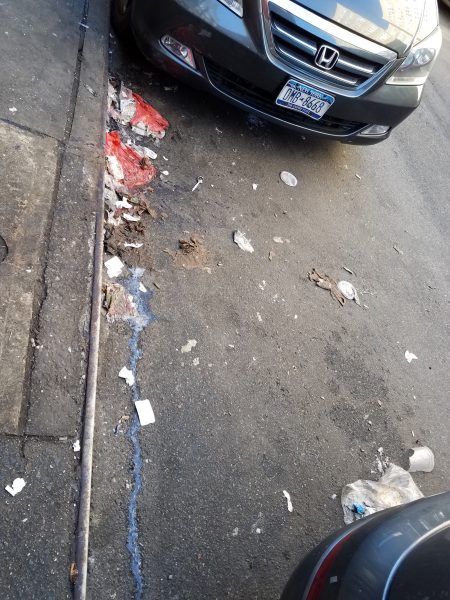 圣誕節頭,人流涌涌,唐人街的街頭垃圾也比往日增加。