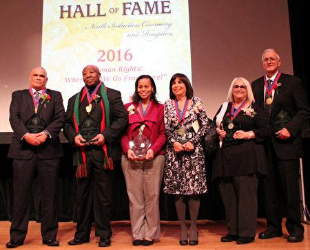 12月4日,蒙郡人權辦公室舉行的第九屆人權名人堂頒獎典禮,當地六位居民榮登蒙郡「人權名人堂」。(何伊/大紀元)