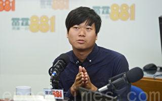 香港年輕獨立導演陳梓桓表示,自己希望透過攝影機來參與雨傘運動,記錄傘運中的年輕人。(宋祥龍/大紀元)