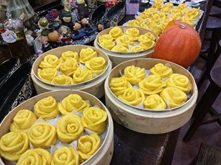 好吃的南瓜饅頭,玫瑰造型賞心悅目。(陽光庭園提供)