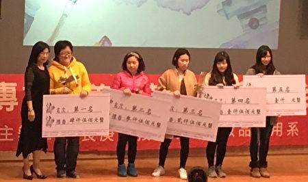 (左2起)長庚科大學生陳偉婷、張先萱、鐘依潔、林吟瑄奪得精油聞香鑑定組第1~4名。(長庚科大/提供)