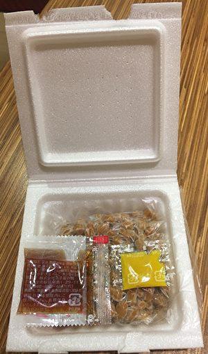 「四付紅納豆」內附的醬油包,標示產地為茨城縣下妻市。(食藥署/提供)