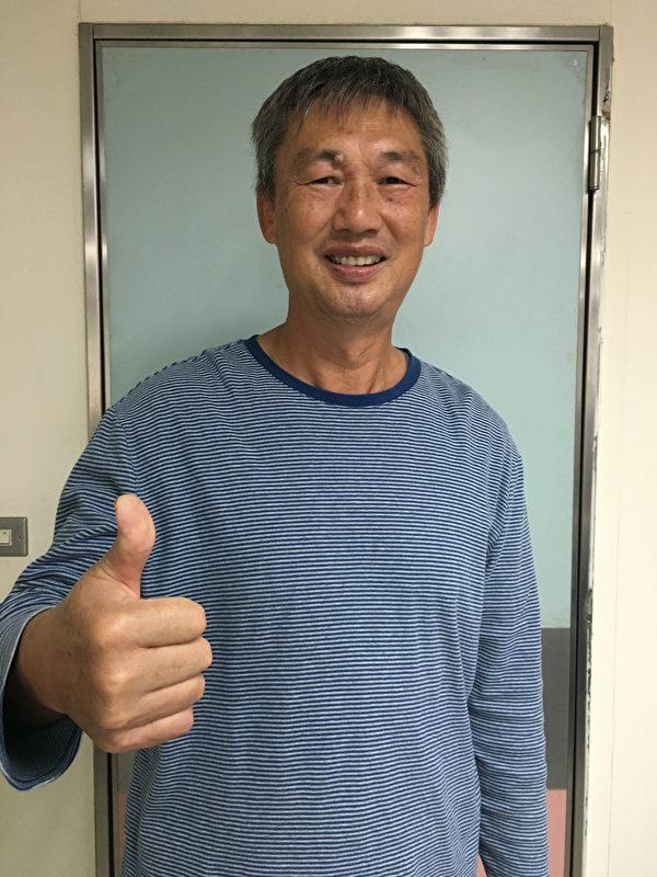 今年刚退休的国道警察杨国柱默默行善27年不间断,捐款已超过30万元,帮助了无数的弱势病患。(南投医院提供)