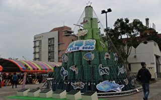「I like Suao 愛海洋」聖誕樹,以廢棄大油桶作為主要基礎。(謝月琴/大紀元)