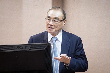 国防部长冯世宽22日表示,国军有信心也有能力可以突破中共封锁,且不需外援。(陈柏州/大纪元)
