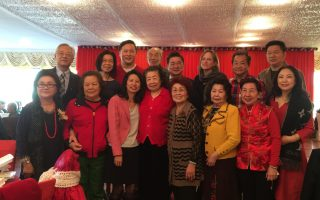 福壽老人中心聖誕聯歡,多位民意代表和嘉賓出席祝賀耆老聖誕新年快樂。 (林丹/大紀元)
