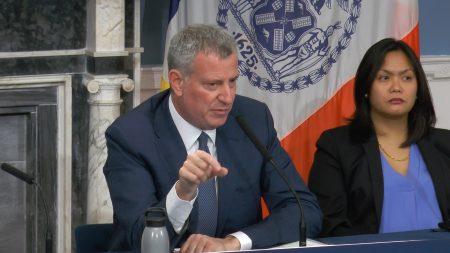 纽约市长白思豪重申对移民的态度。 (韩瑞/大纪元)