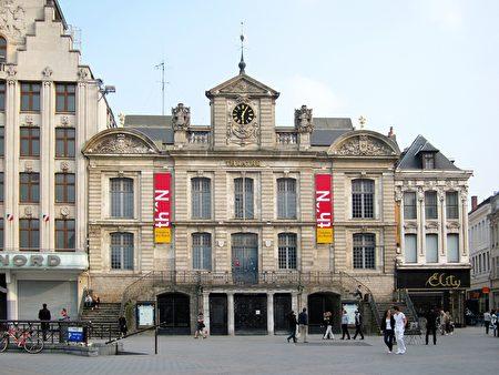 里尔大广场上的北方剧场(公共领域)