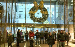 圣诞节期间,很多来自世界各地的游客都专程赶来参观。 (奥利弗/大纪元)