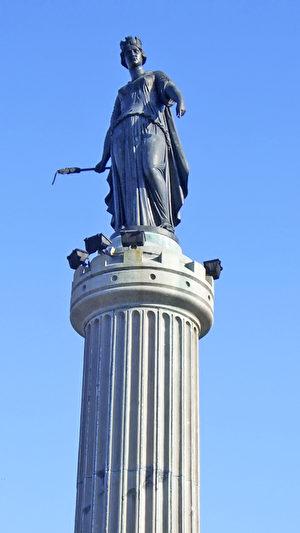 里尔大广场中心女神圆柱(公共领域)