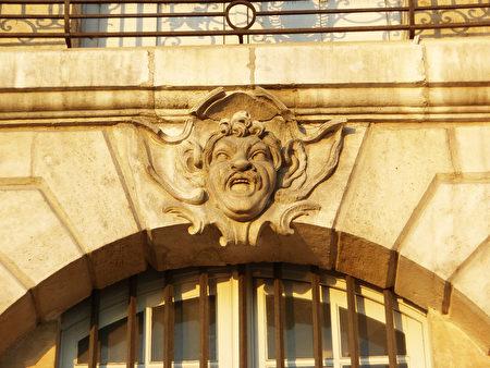 波尔多交易所广场上的怪面饰(公共领域)