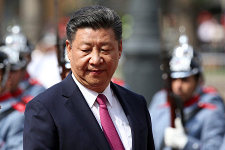 China's President Xi Jinping arrives at La Moneda presidential palace in Santiago, on November 22, 2016.  / AFP / CLAUDIO REYES        (Photo credit should read CLAUDIO REYES/AFP/Getty Images)