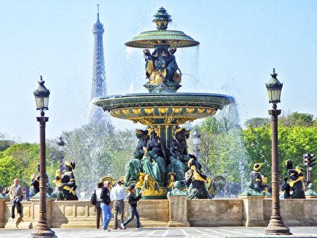 巴黎協和廣場上的噴泉(公共領域)