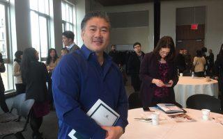 """纽约市华裔小生意主陈维克多在""""亚美联盟""""的研讨会上。 (施萍/大纪元)"""
