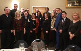 纽约109警察分局举行了年尾聚会,和社区民众同乐。 (陈晓天/大纪元)