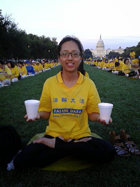 2014年,姚遠鷹在華盛頓參加「7.20」燭光守夜活動。(姚遠鷹提供)