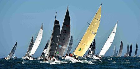 2016年12月26日,第72屆悉尼-霍巴特帆船賽開鑼。賽事歷經70餘年發展,已成為近年來澳洲夏季體育賽事的一項標誌性活動。 ( PETER PARKS/AFP/Getty Images)