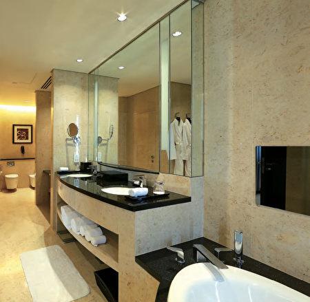 迪拜的康拉德酒店(Conrad Hotel)是希爾頓旗下的豪華酒店品牌,採用TOTO衛浴來彰顯他們提供的豪華體驗。(圖片TOTO提供,灣區衛浴店Gooder Supply販售)