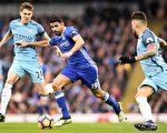 切尔西前锋科斯塔(中)再次进球,其个人联赛进球数达到11粒。 (PAUL ELLIS/AFP/Getty Images)