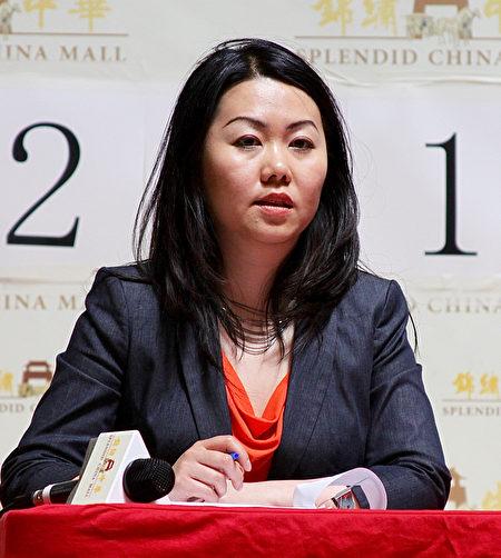图:华裔移民律师龙莹说,移民部办记者会,看起来很热闹,其实没公布什么新消息。(周月谛/大纪元)