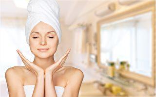 平時多喝水、注意保濕,可使皮膚看起來更年輕。(Fotolia)