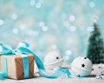 世界各地的人們多半依循傳統慶祝聖誕節或新年等節日的到來。圖為聖誕樹和聖誕節禮物。(Fotolia)